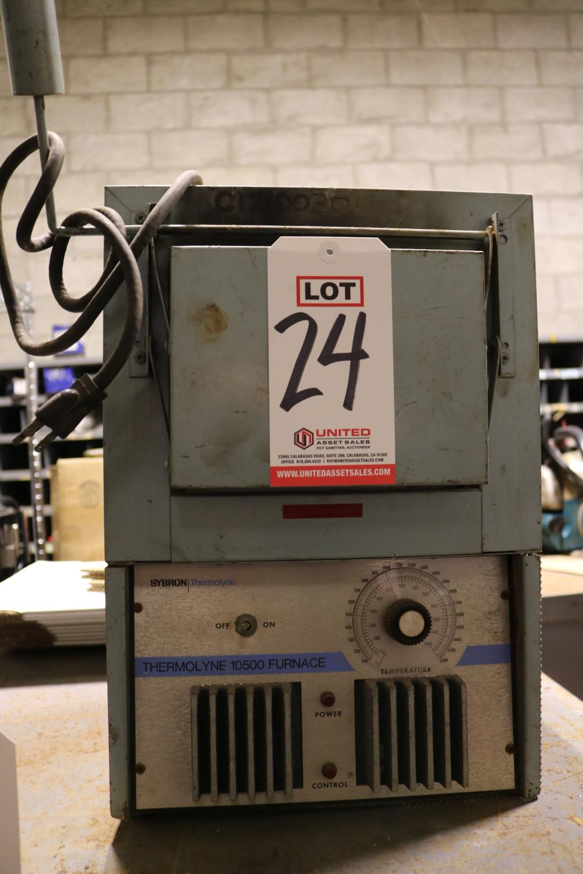 Lot 24 - THERMOLYNE 10500 FURNACE, MODEL FA10525P-1, 120V, SINGLE PHASE, S/N 215/2203