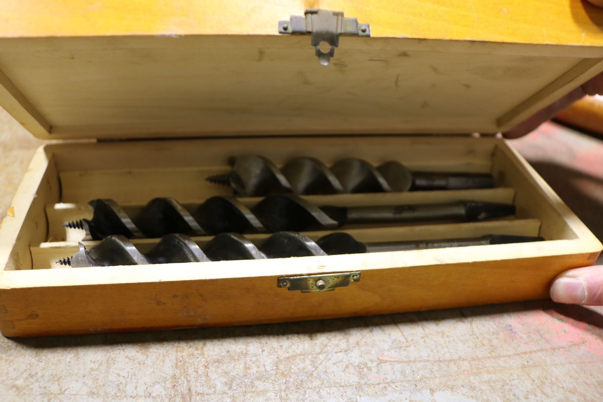 Lot 20 - LOT - WALWORTH-PARMELEE NO. 2 PIPE WRENCH, RIGHT ANGLE AUGER BIT BRACE AND WOOD DRILL SET