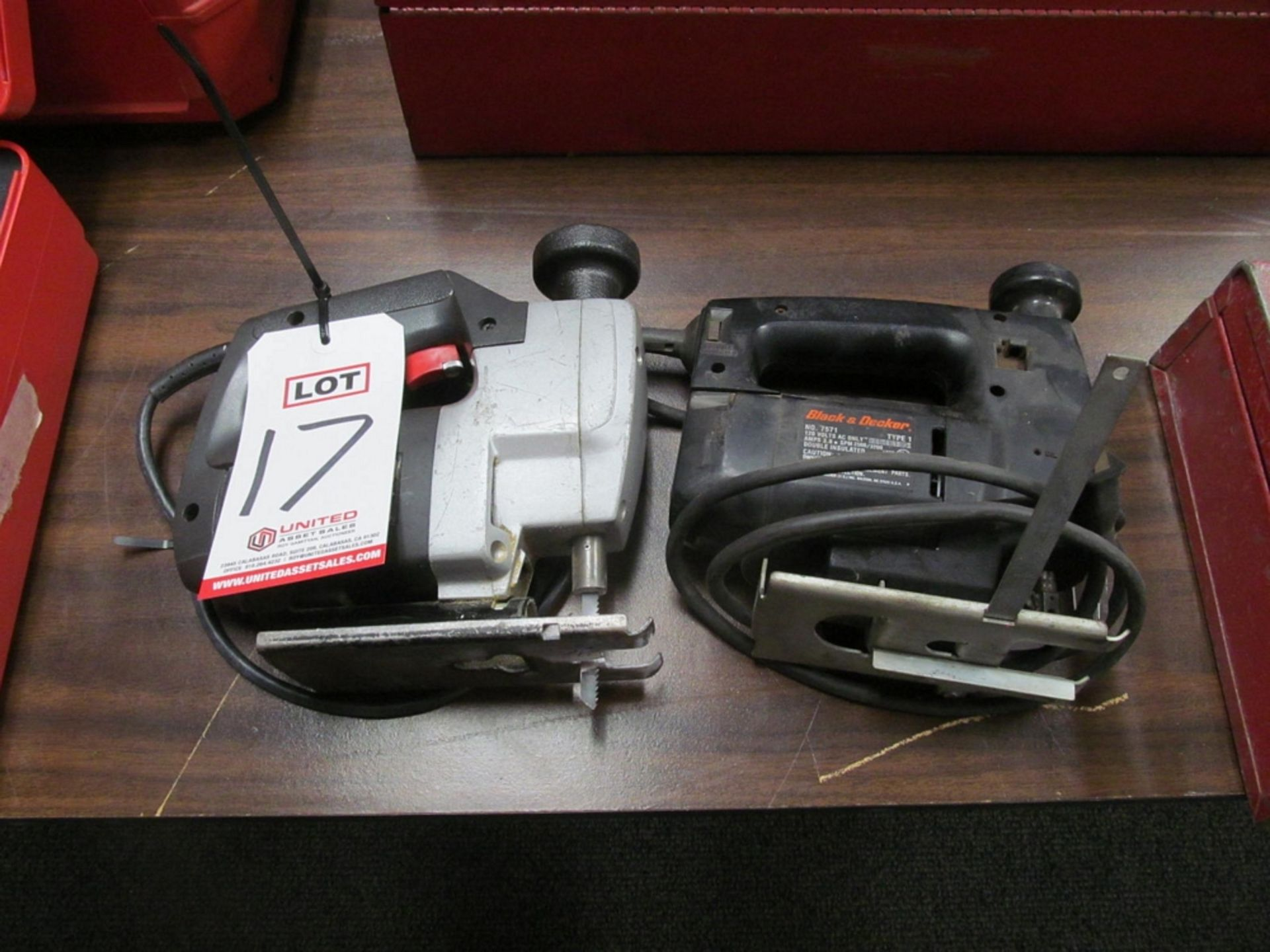 Lot 17 - LOT - (2) JIG SAWS: (1) BLACK & DECKER #7571 AND (1) SKIL #4535
