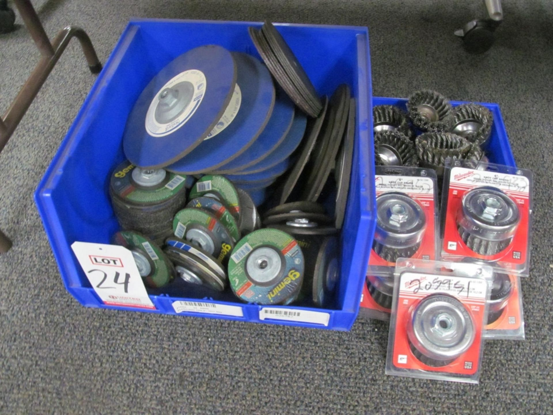 Lot 24 - LOT - ASSORTED GRINDING DISC & CUP WHEELS