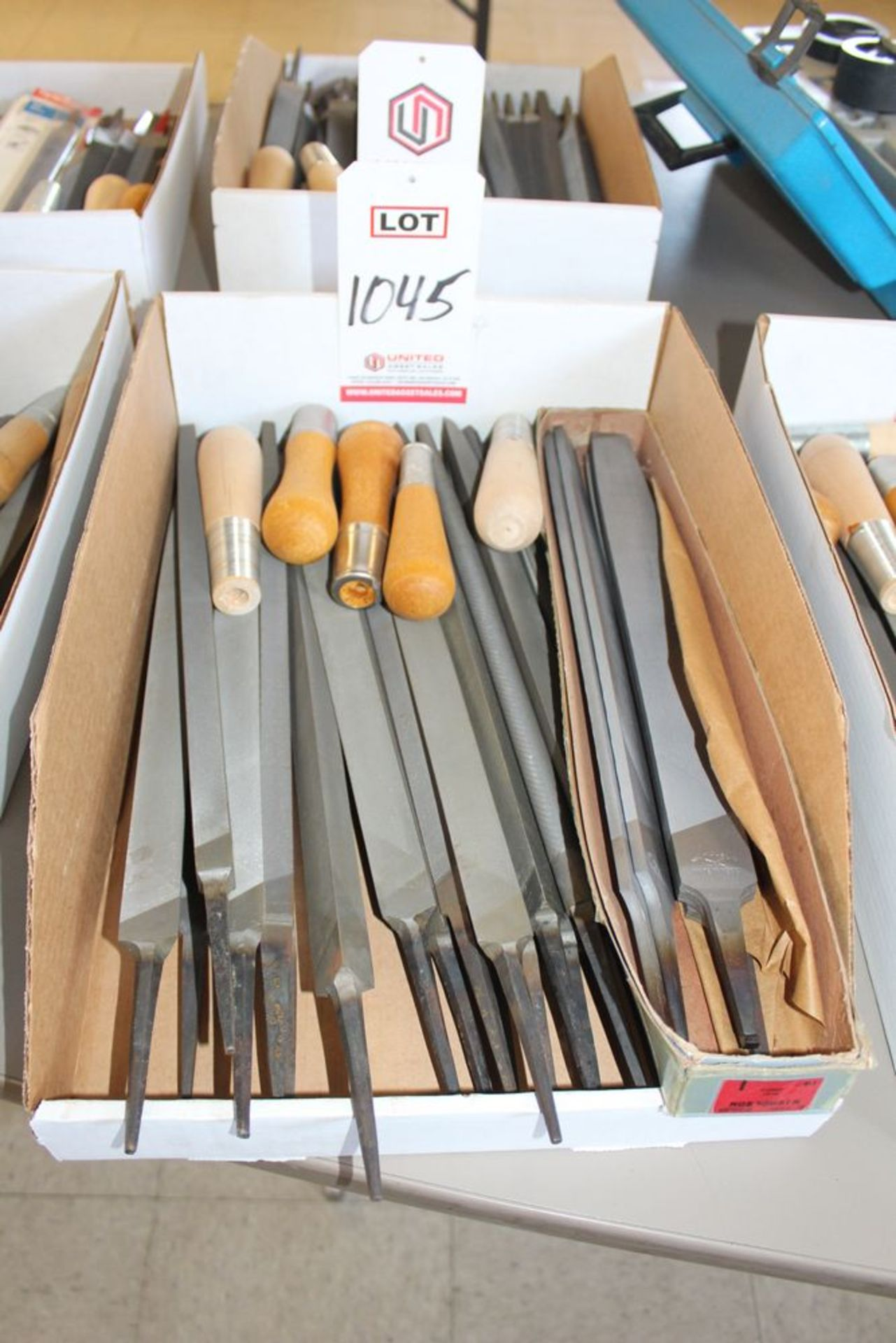 Lot 1045 - LOT - FILES, (LUNCHROOM)