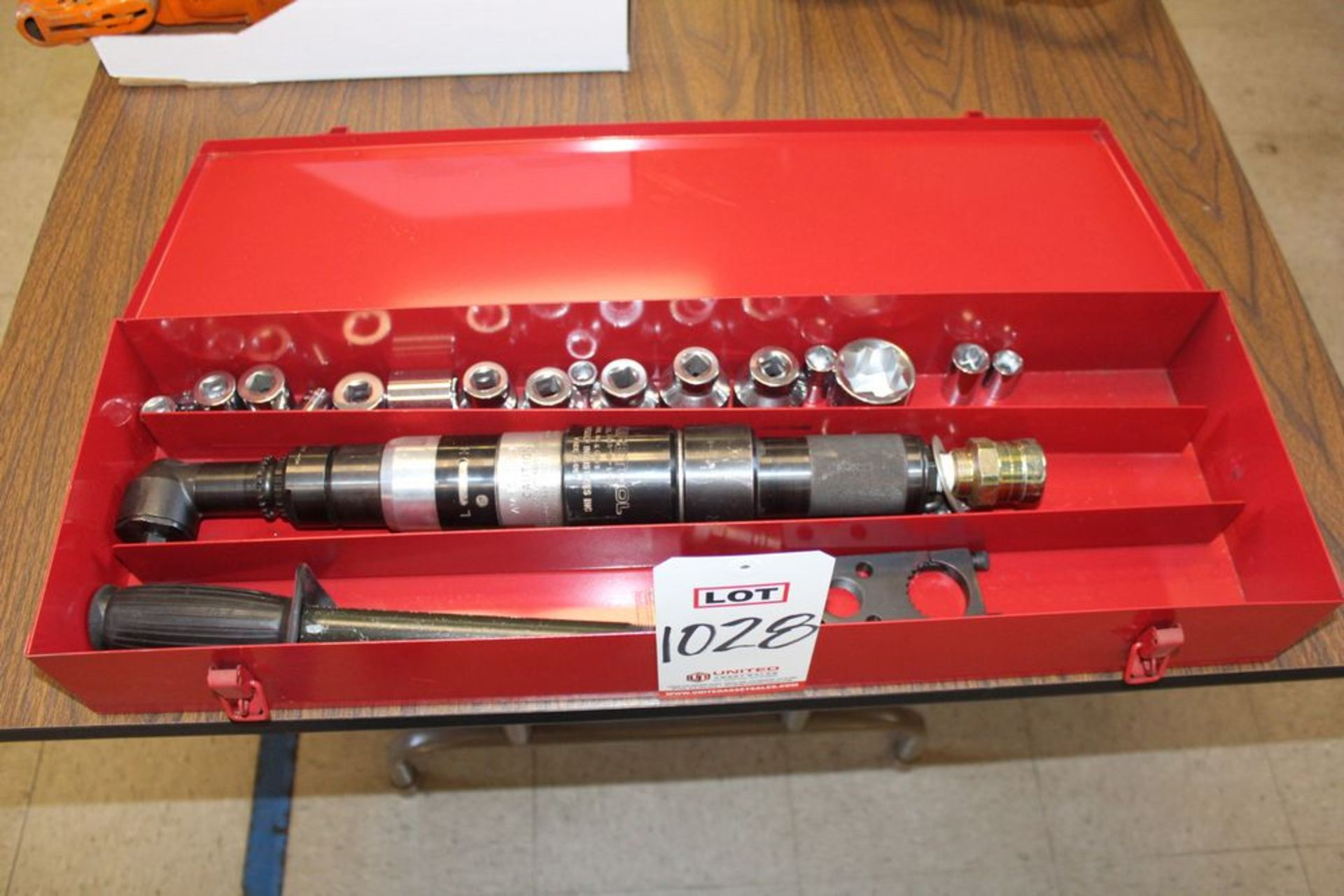 "Lot 1028 - AIRETOOL 1/2"" DRIVE PNEUMATIC RIGHT ANGLE RATCHET W/ SOCKETS, (LUNCHROOM)"