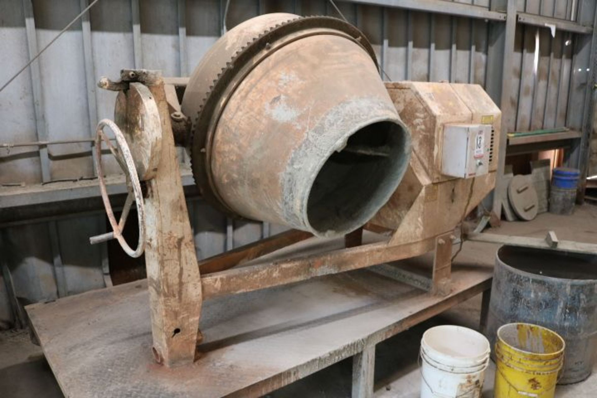 Lot 18 - WESTERN MANUFACTURING BATCH TYPE CEMENT MIXER, DATA PLATE OBSCURED