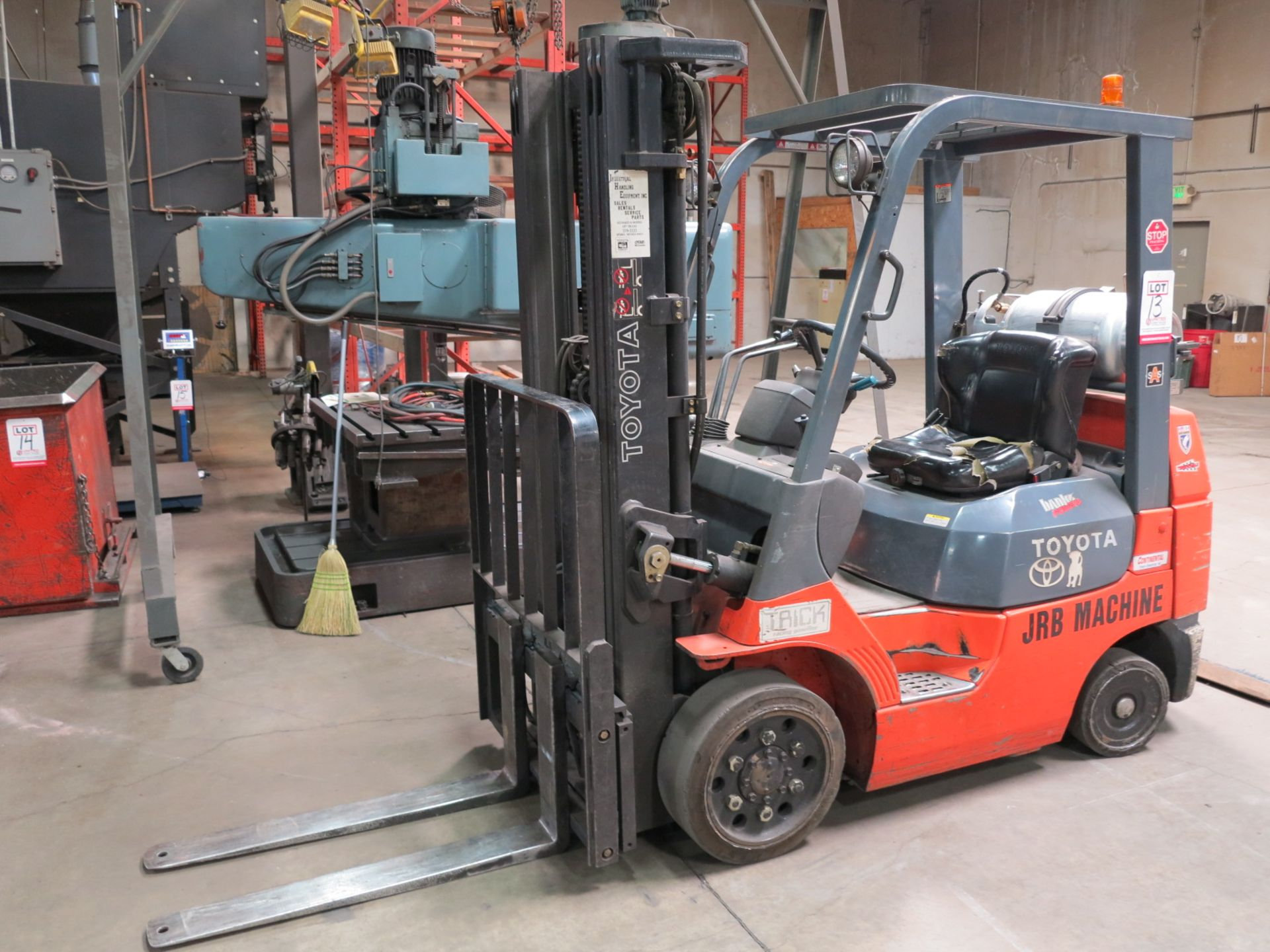 Lot 13 - TOYOTA MODEL 7FGCU LPG FORKLIFT, 4,500 LB CAPACITY, SOLID TIRES, 3-STAGE MAST, SIDE SHIFT, 4,555
