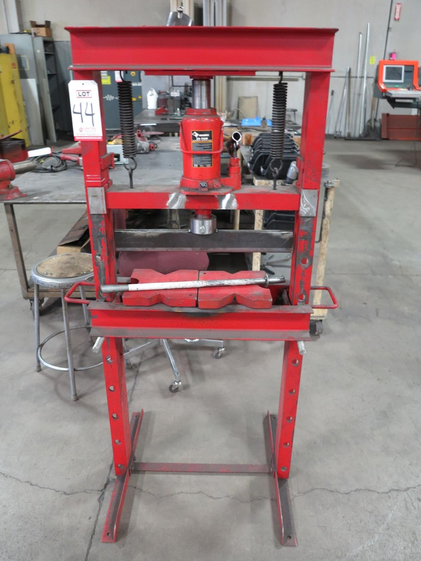Lot 44 - HUSKY 20-TON H-FRAME MINI SHOP PRESS