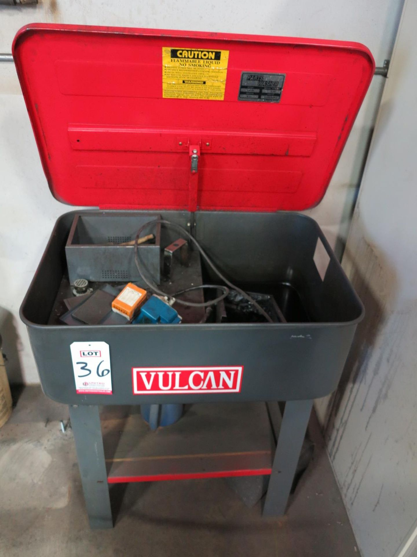 "Lot 36 - VULCAN PARTS WASHER, TUB MEASURES 29"" X 20"" X 10"""