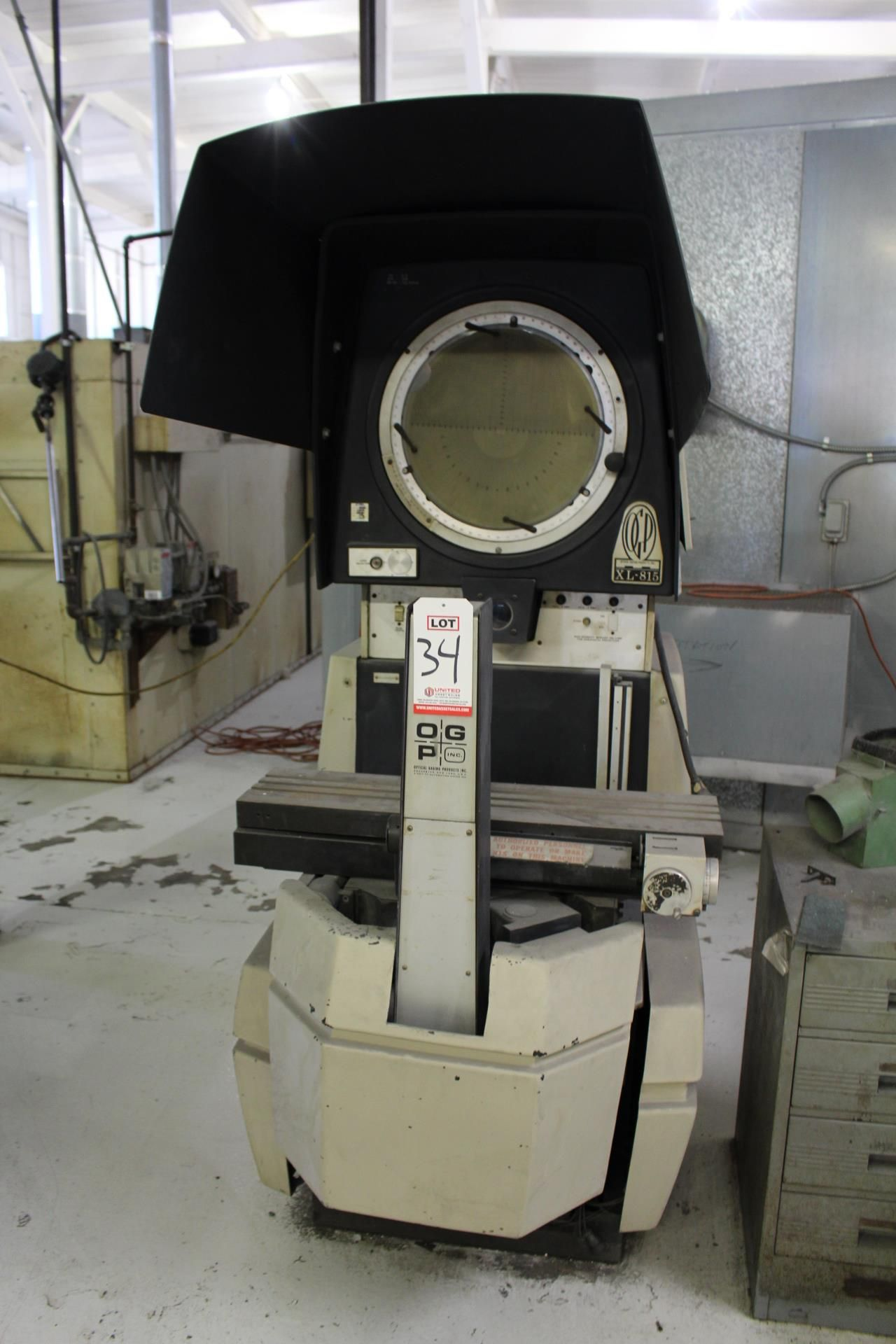 Lot 34 - OPTICAL GAGING PRODUCTS OPTICAL COMPARATOR, MODEL XL-815, S/N 08150095