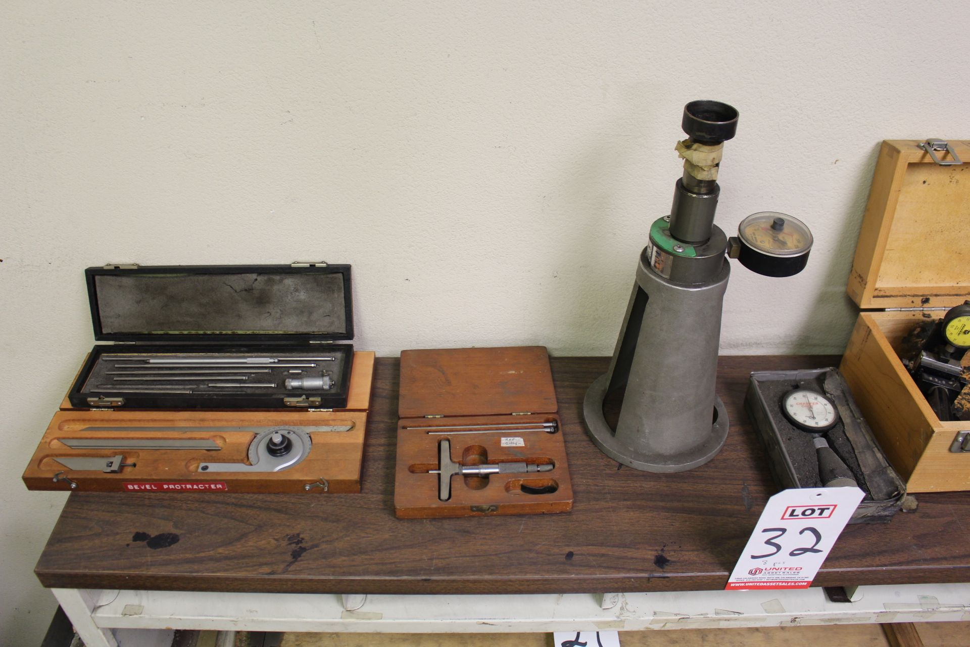 Lot 32 - LOT - (8) MISC INSPECTION ITEMS: TORQUE GAUGES, BEVEL PROTRACTOR, CHAMFER GAGE, ETC.