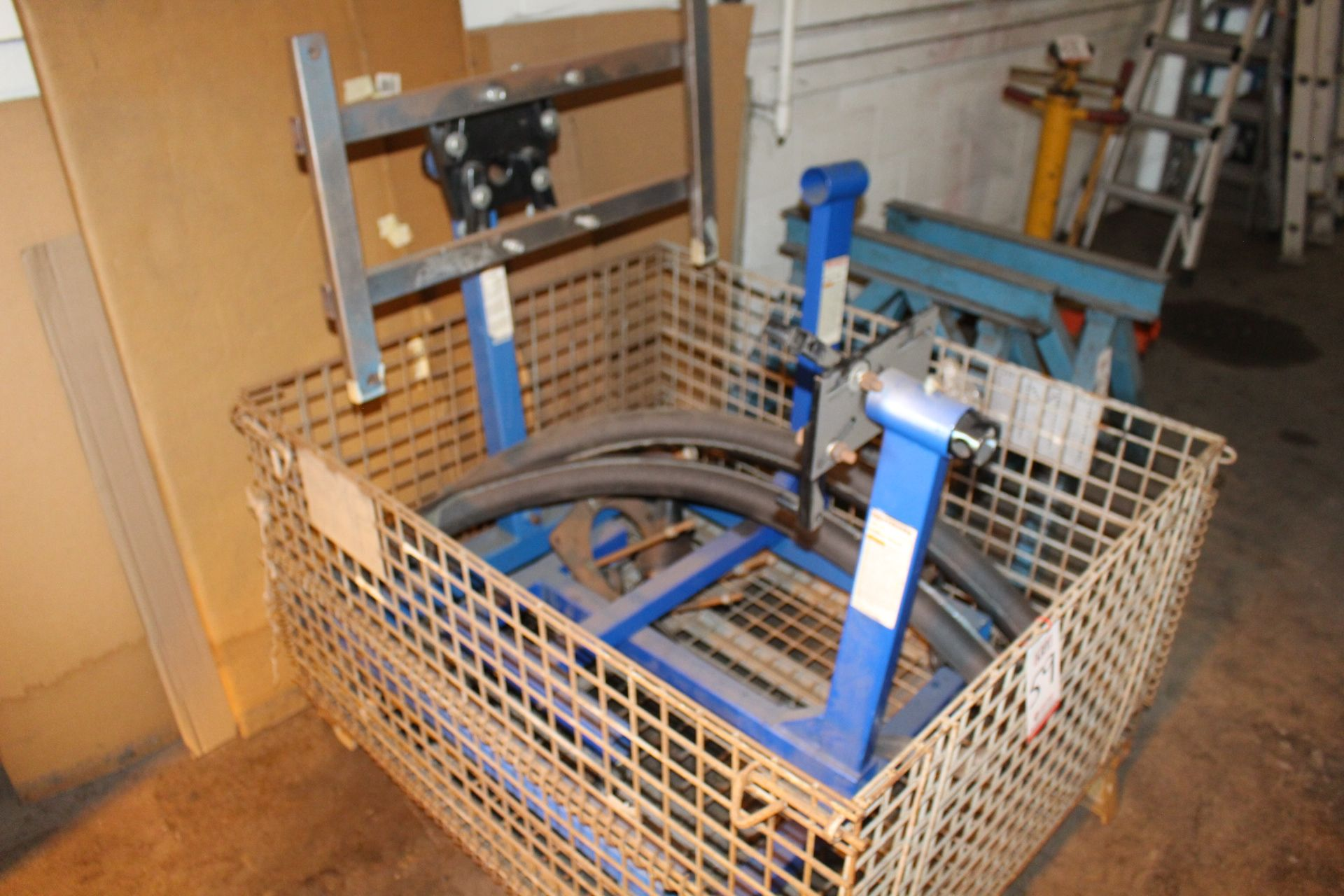 Lot 59 - LOT - (2) WESTWARD ENGINE STANDS, 1,250 LB AND 750 LB CAPACITY