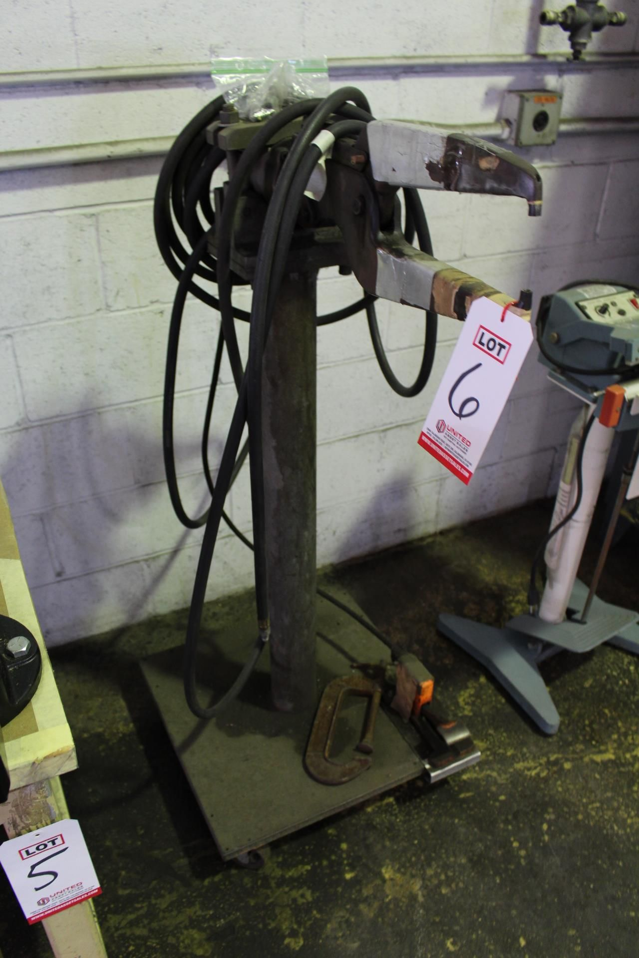 Lot 6 - PNEUMATIC INSERTION TOOL, FOOT SWITCH
