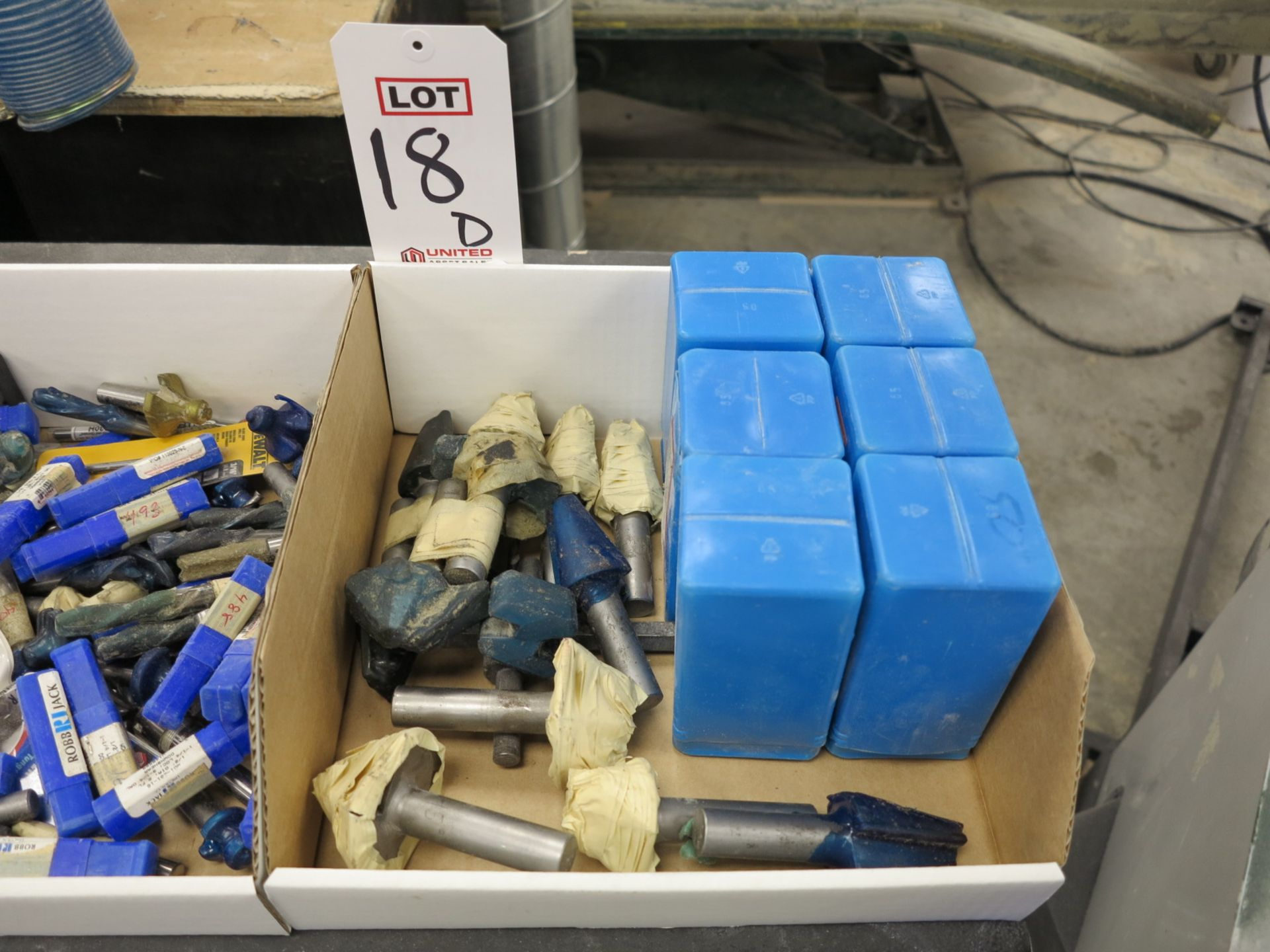 Lot 18D - LOT - ASSORTED LARGE ROUTER BITS