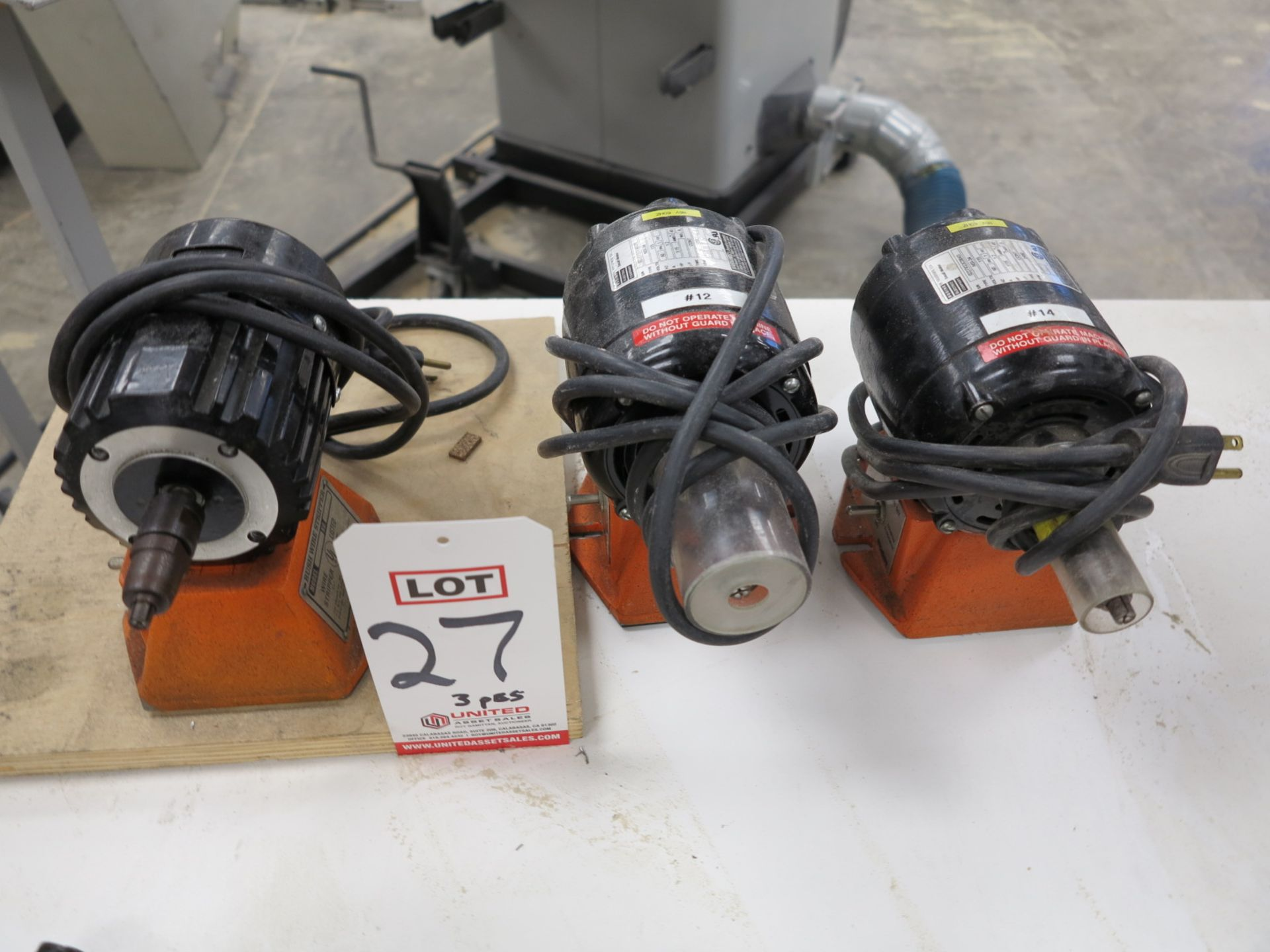 Lot 27 - LOT - (3) ERASER BENCH WIRE STRIPPER, MODEL L2