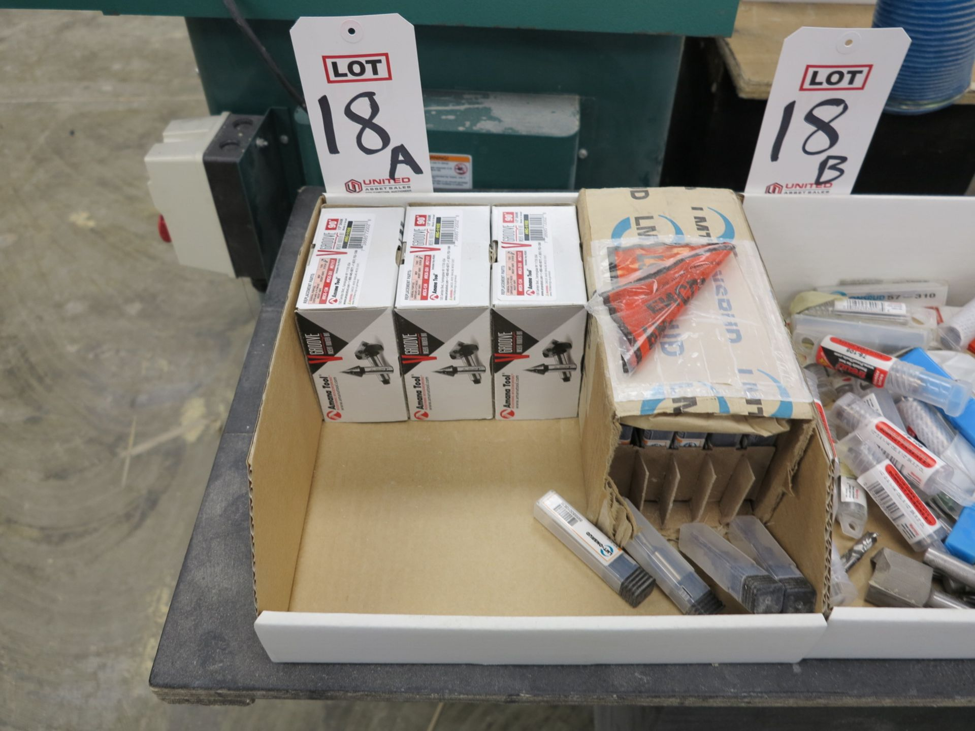 Lot 18A - LOT - GROOVING ROUTER BITS