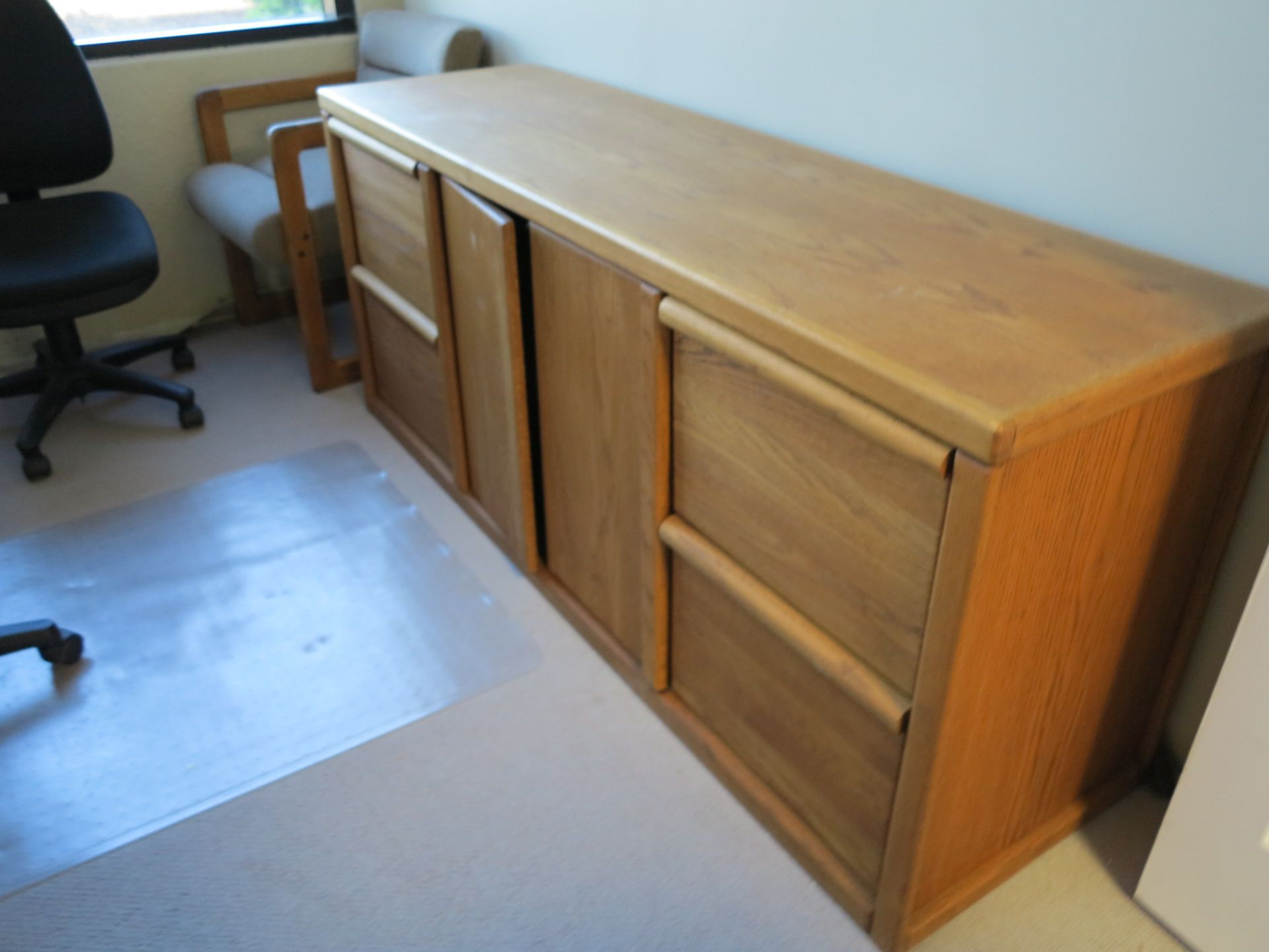 Lot 6 - LOT - OAK DESK AND MATCHING CREDENZA, W/ (5) CHAIRS