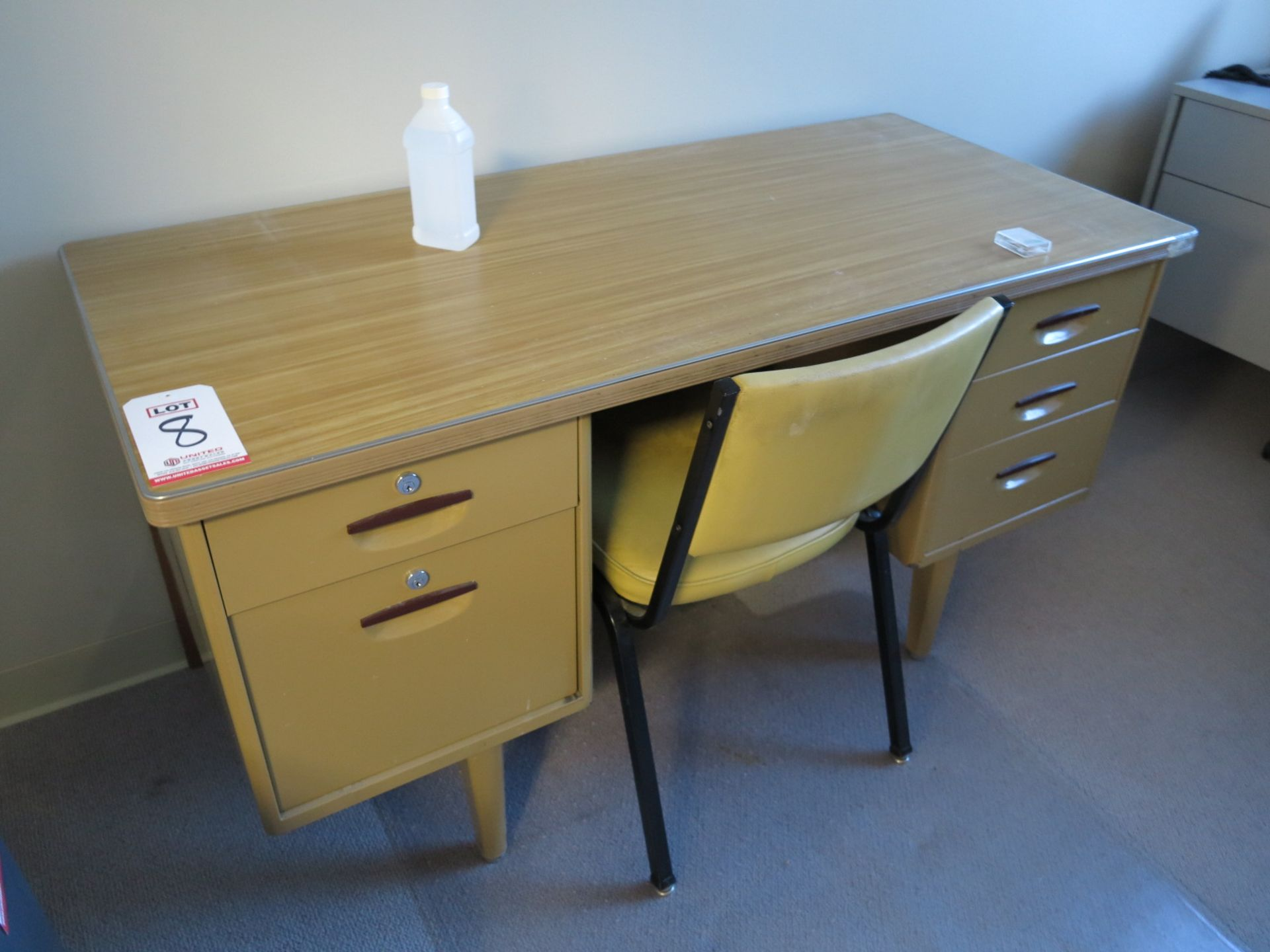 Lot 8 - LOT - RETRO OFFICE DESK AND CHAIR