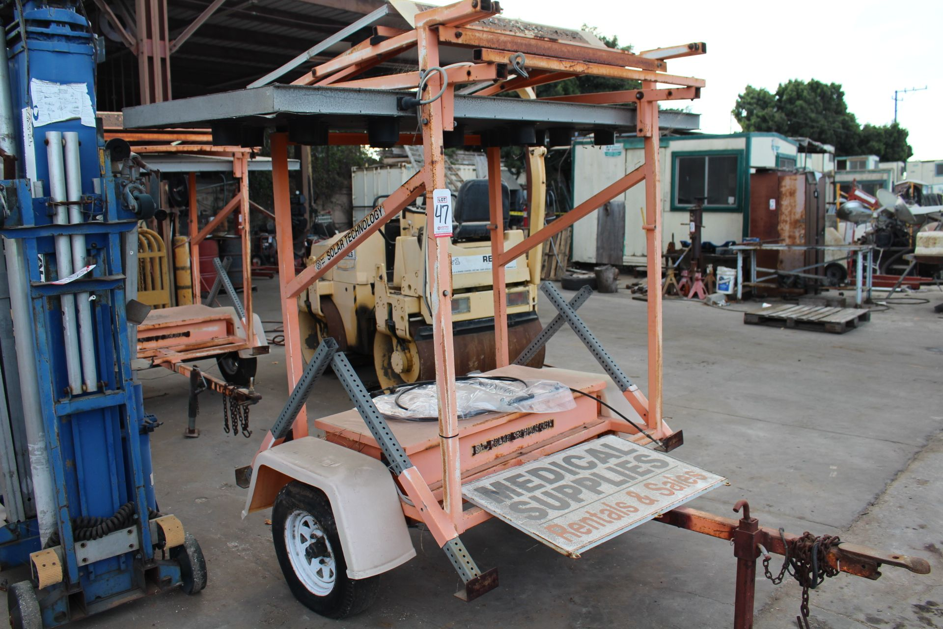 Lot 47 - SOLAR TRAFFIC CONTROL SIGN ON TRAILER, NO BATTERIES