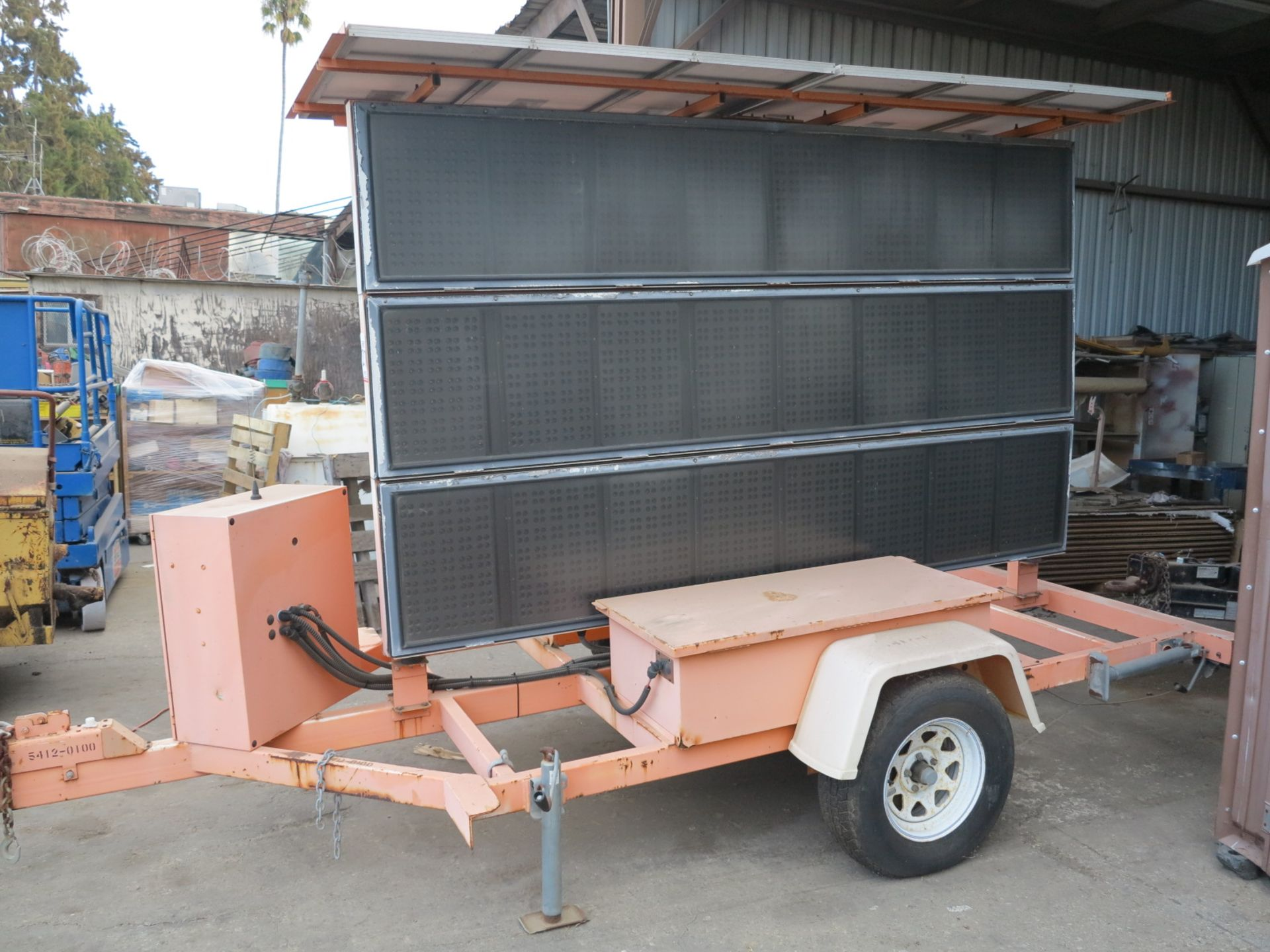 Lot 27 - SOLAR TRAFFIC CONTROL SIGN TRAILER MOUNTED, NO BATTERIES