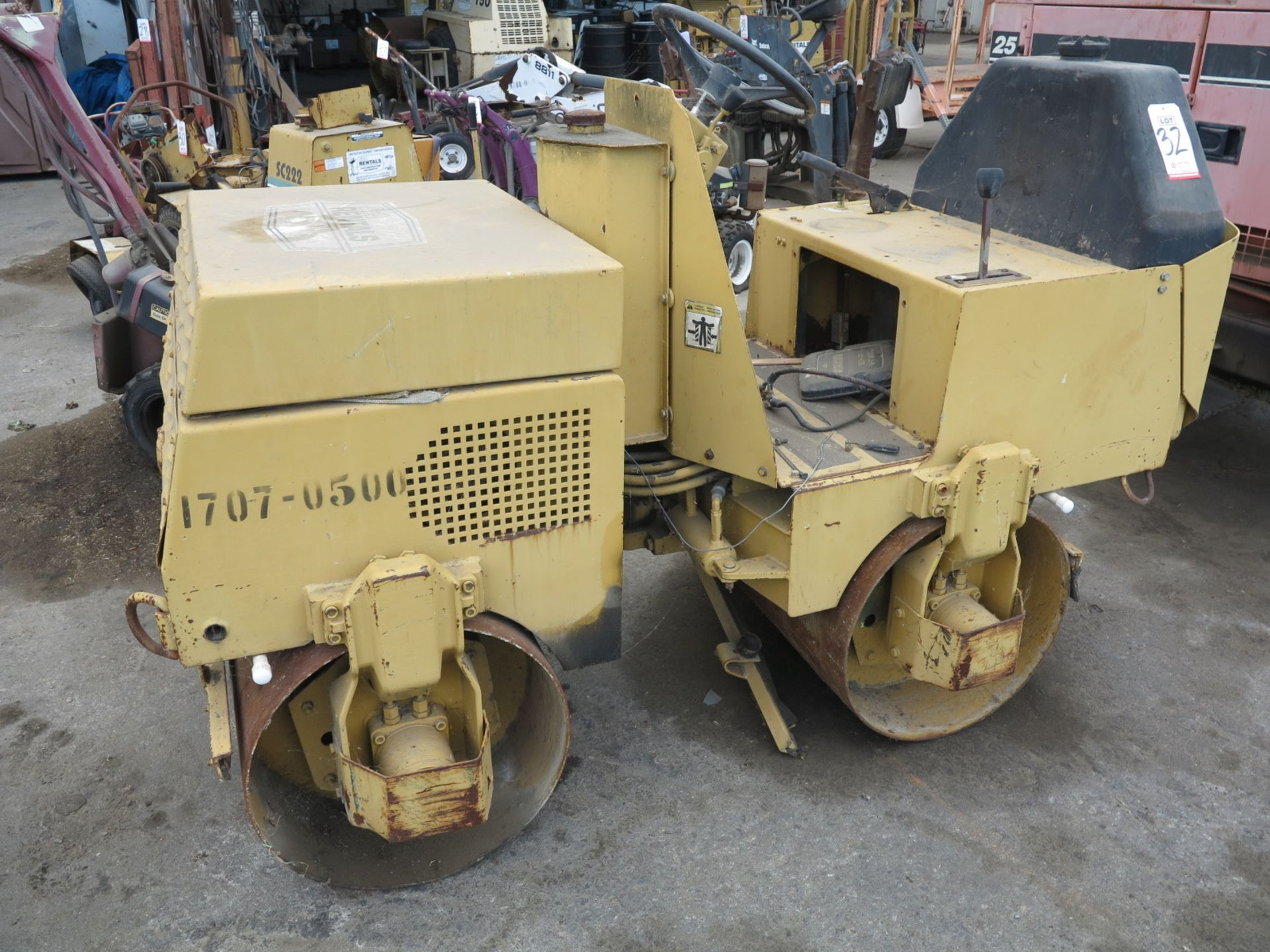 Lot 32 - SIT DOWN WACKER COMPACTOR, MODEL RD660B (OUT OF SERVICE)
