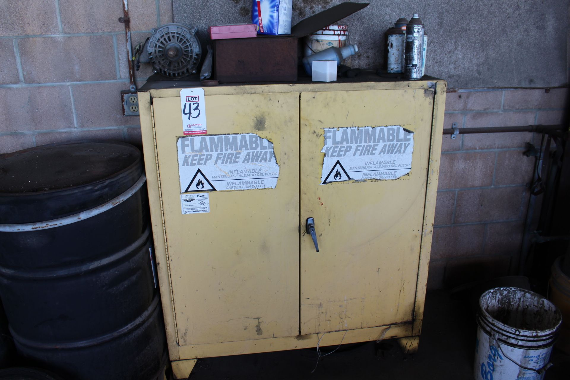 Lot 43 - EAGLE 1932 FLAMMABLE LIQUIDS STORAGE CABINET