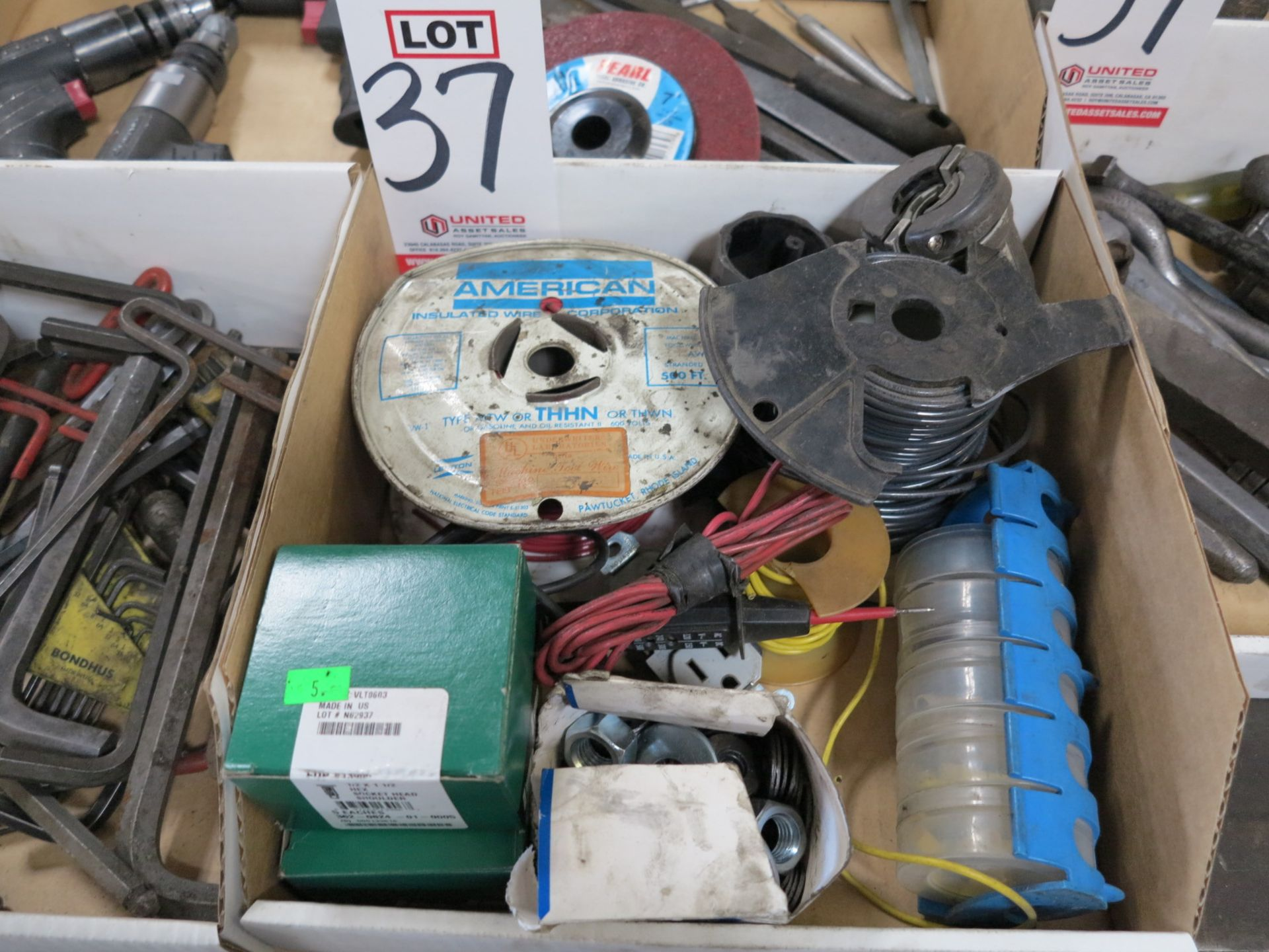 Lot 37 - LOT - MISC ELECTRIC SUPPLIES