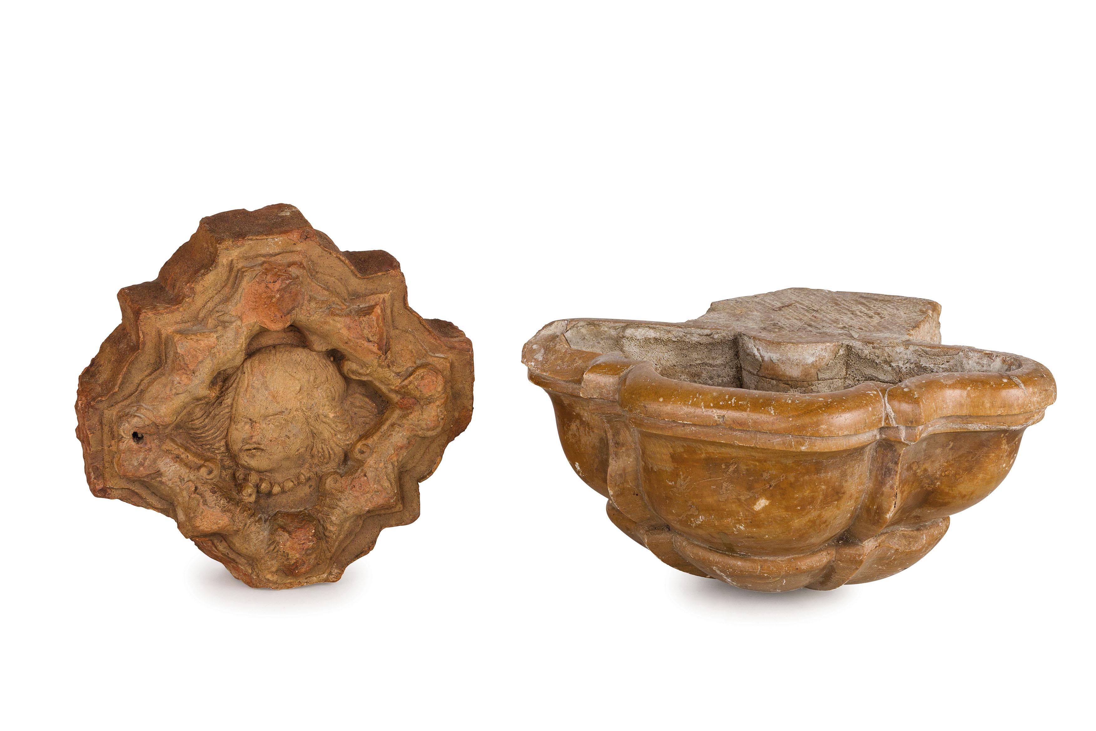 Lot 219 - ACQUASANTIERA IN MARMO, XVII-XVIII SECOLO