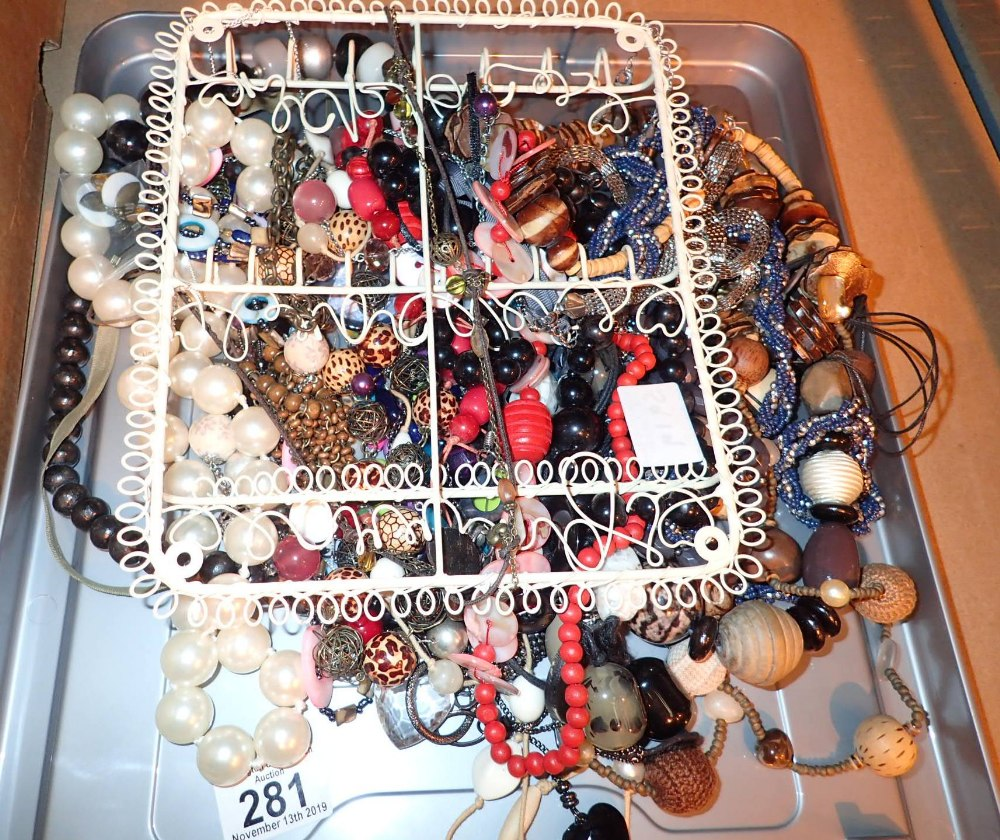 Lot 281 - Tray of beaded necklaces