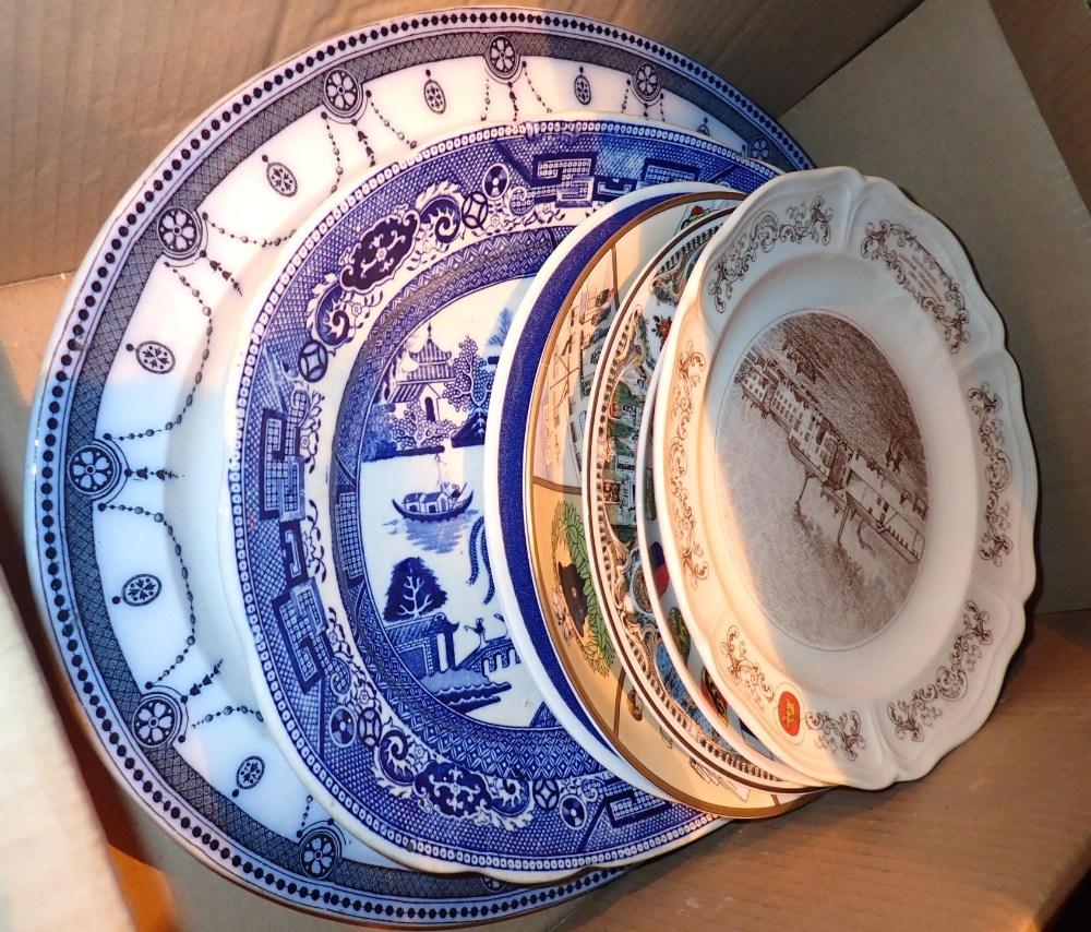 Lot 452 - Box of mixed ceramics