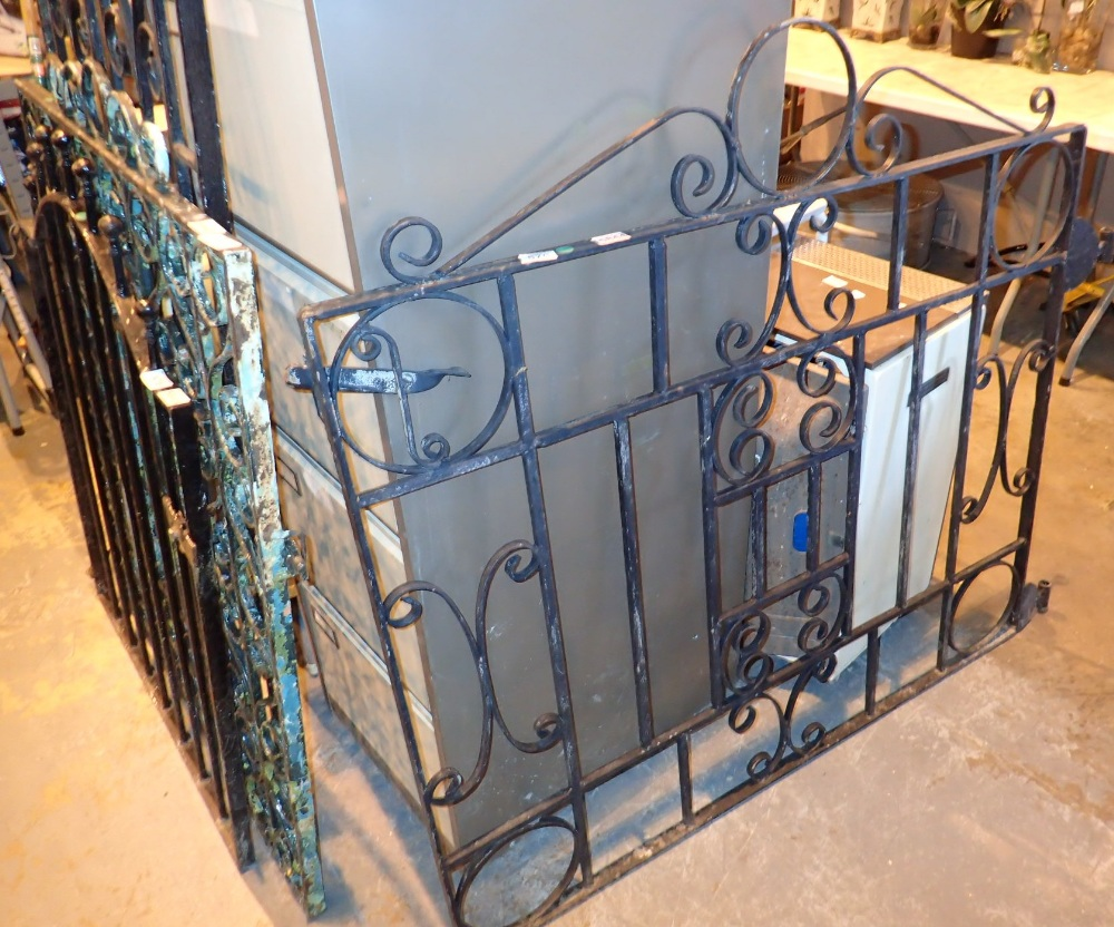 Lot 570 - Signle wide wrought iron garden gate W: