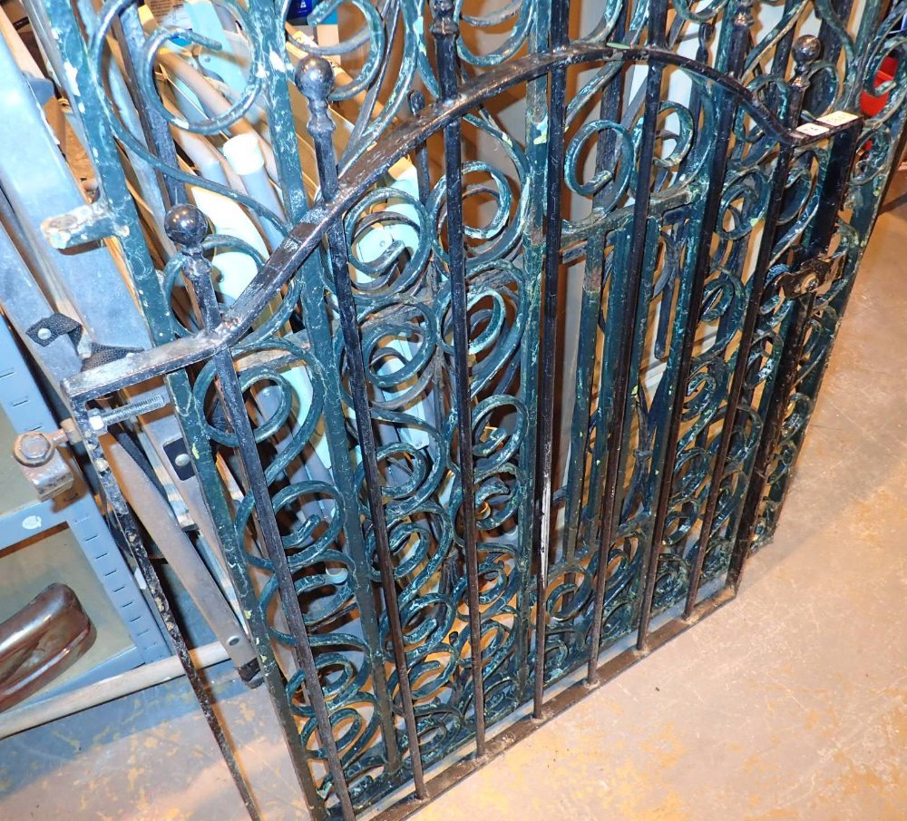 Lot 574 - Single bar and ball iron gate H: 105 cm