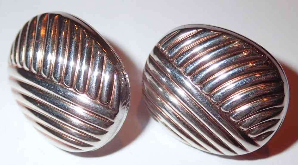 Lot 113 - Silver fancy cushion shaped stud earring
