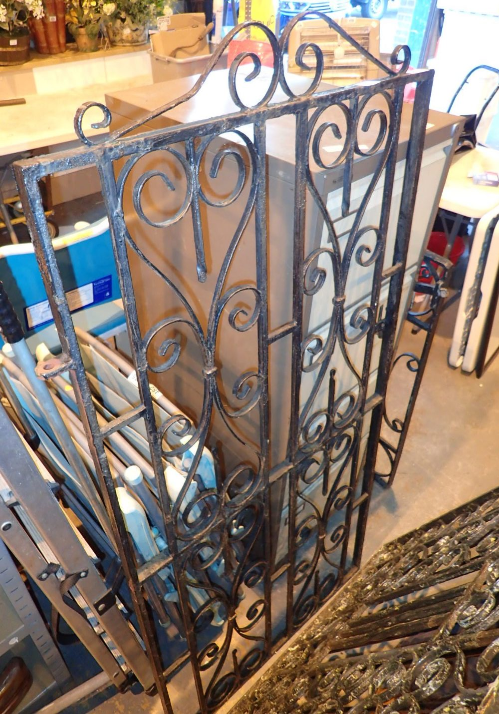 Lot 572 - Tall scrolled wrought iron gate H: 157 c
