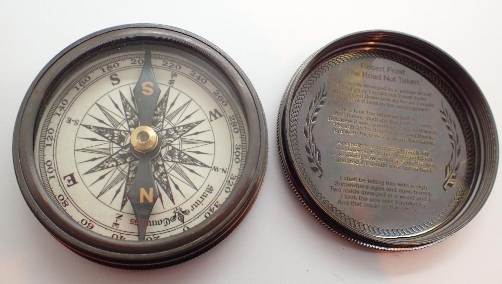 Lot 1472 - Brass Marine pocket compass D: 6 cm