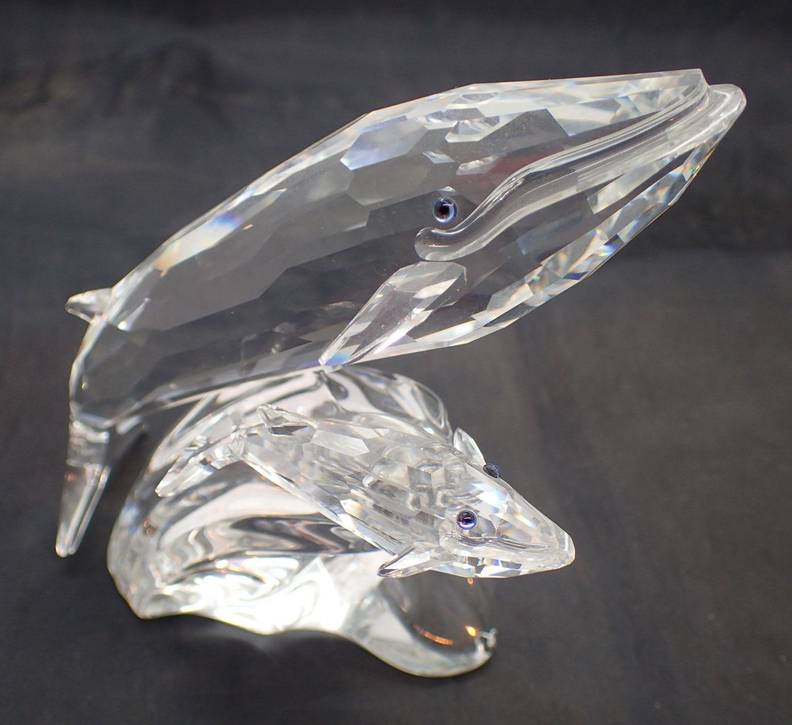 Lot 1700 - Swarovski crystal Whales L: 10 cm