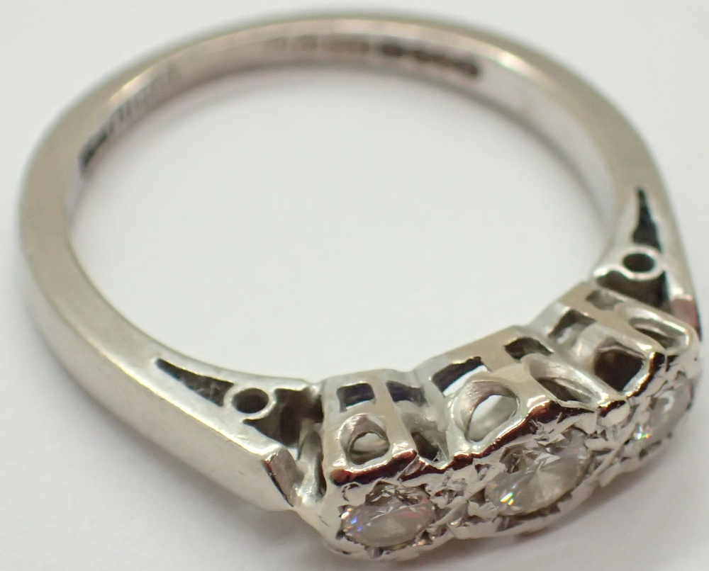 Lot 1233 - 18ct white gold vintage 1975 three stone diamond ring size K / L 3.
