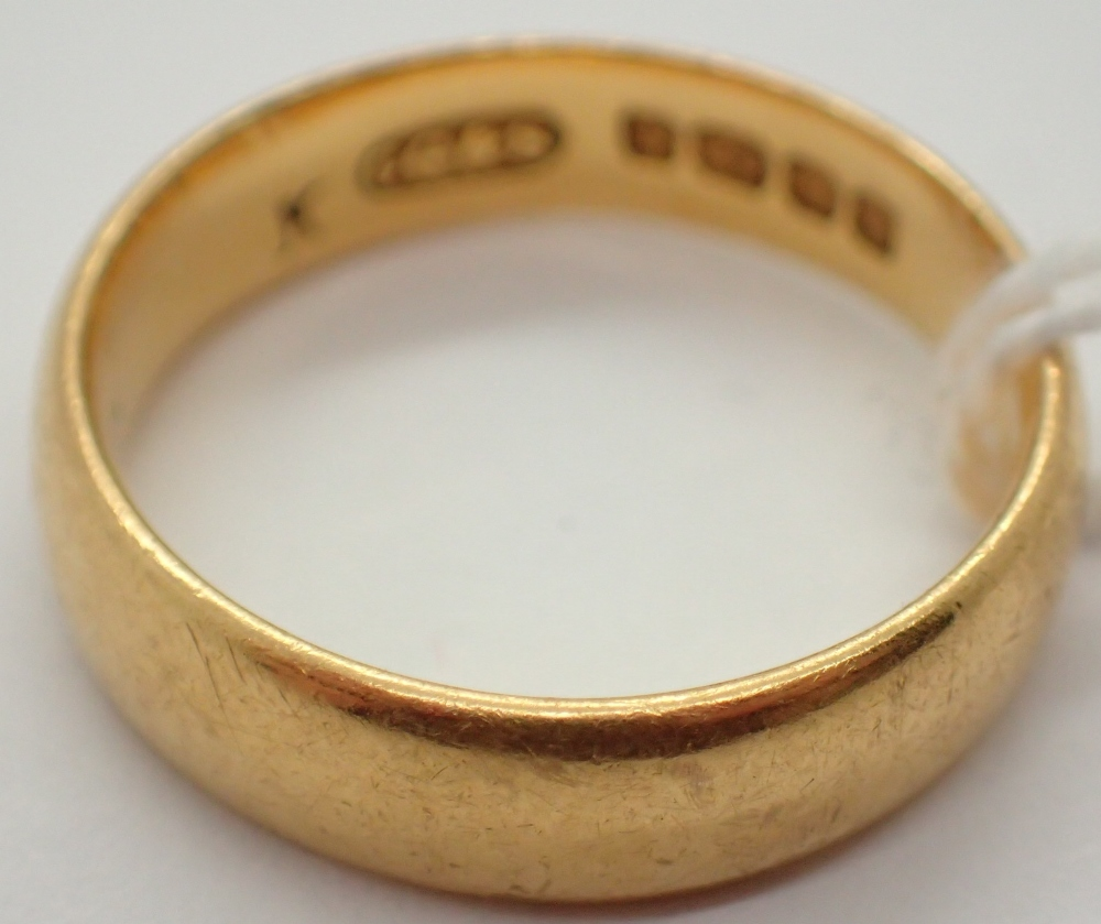 Lot 1201 - 22ct yellow gold wedding band size L 5.