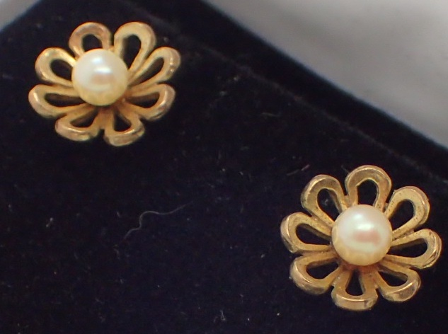 Lot 1216 - Pair of 9ct gold and pearl drop earrings