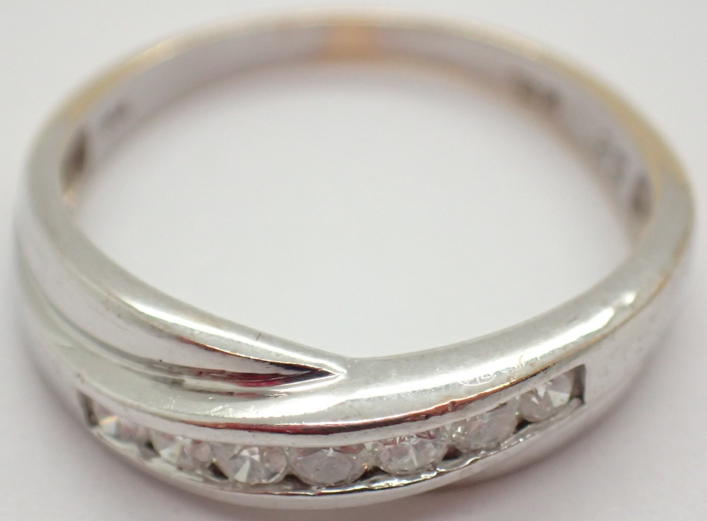 Lot 1227 - 9ct white gold ring set with 0.25ct of diamonds size M 2.