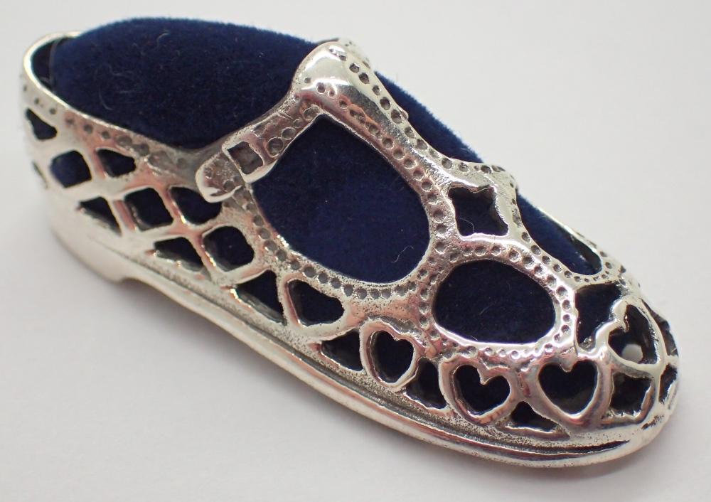 Lot 1212 - 925 shoe pin cushion