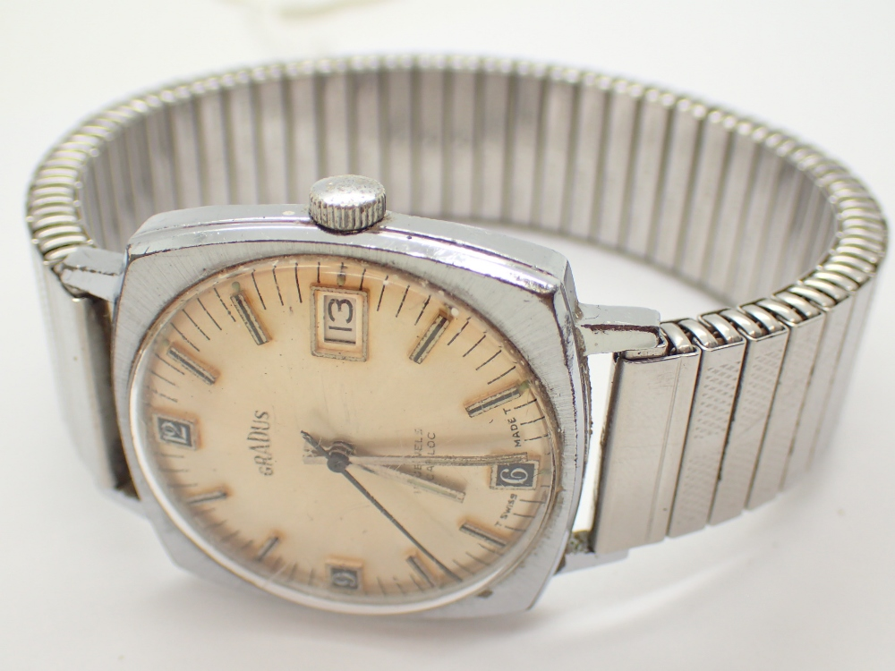 Lot 1210 - Gents vintage mechanical 17 jewel stainless steel Gradius wristwatch with date arpeture on matching