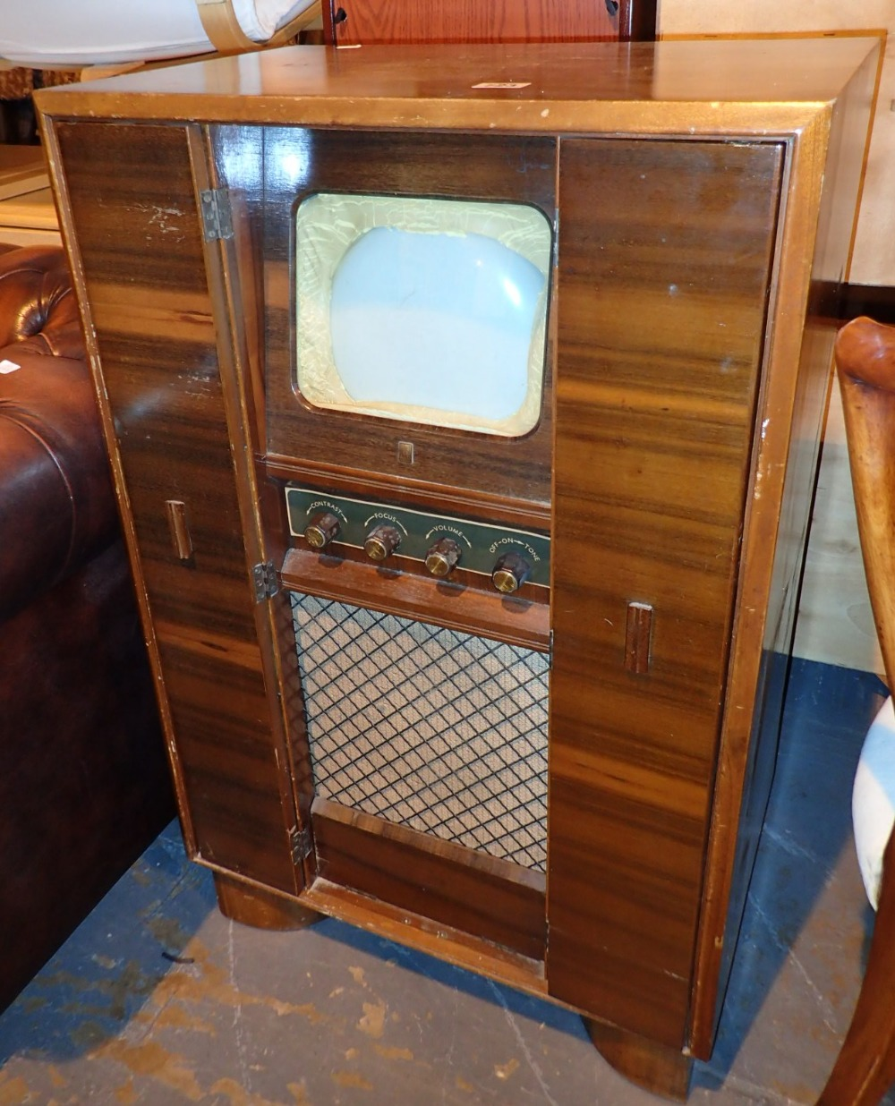 Lot 723 - Philco television in a fitted stand