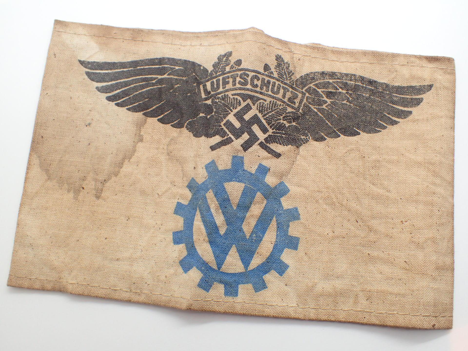 Lot 97 - WII German VW Luftschutz armband