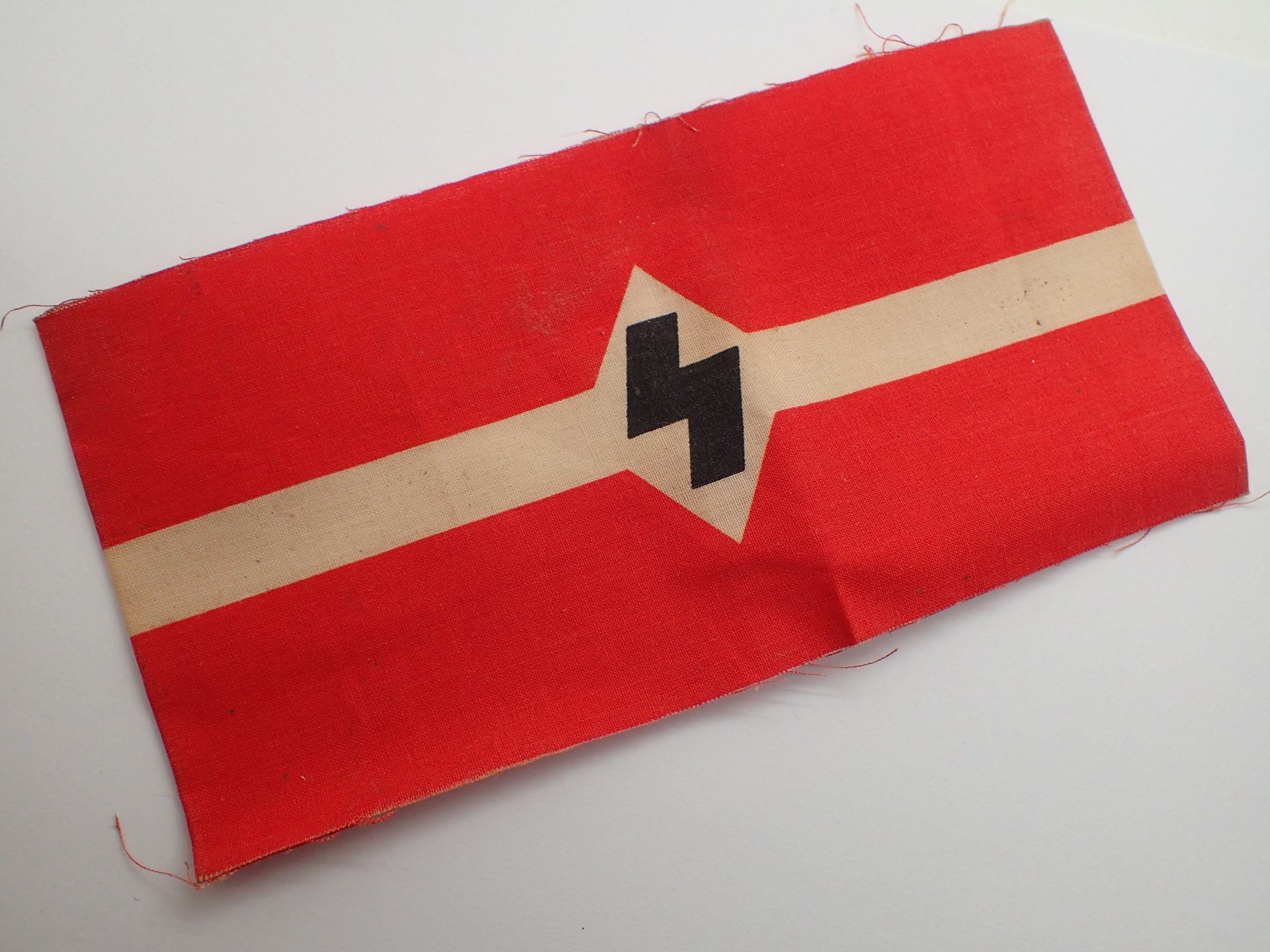 Lot 102 - WWII German Students League armband