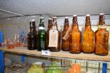 Lot 16 - *SHELF OF GLASSWARE INCLUDING BOTTLES