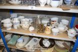 Lot 29 - *SHELF OF GLASSWARE, PORCELAIN WARE AND COLLECTABLES
