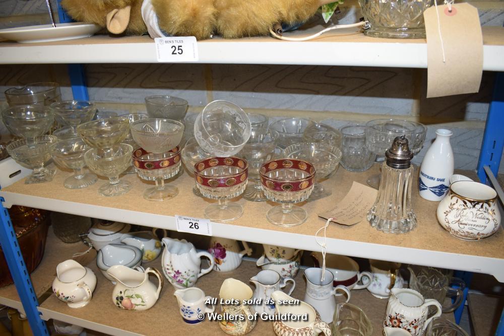 Lot 26 - *SHELF OF GLASSWARE