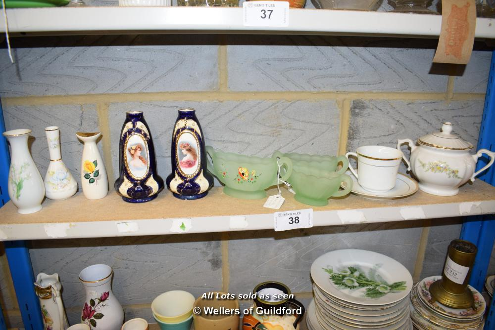 Lot 38 - *SHELF OF GLASSWARE, PORCELAIN WARE AND COLLECTABLES