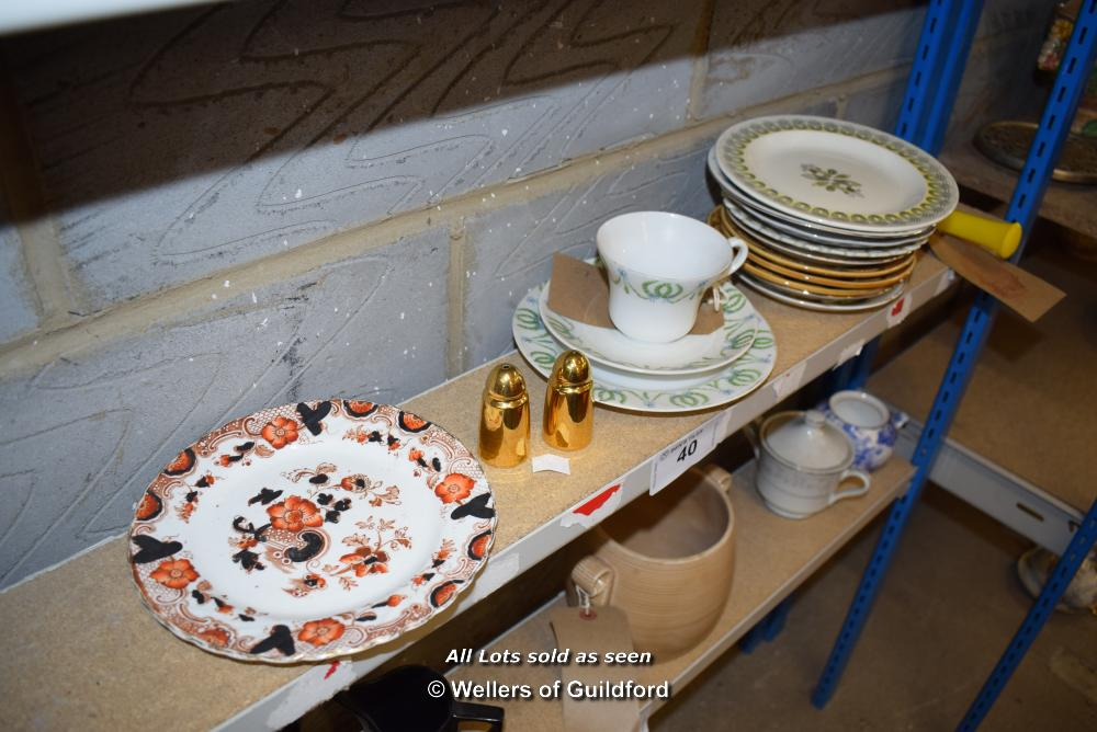 Lot 40 - *SHELF OF PORCELAIN WARE AND COLLECTABLES
