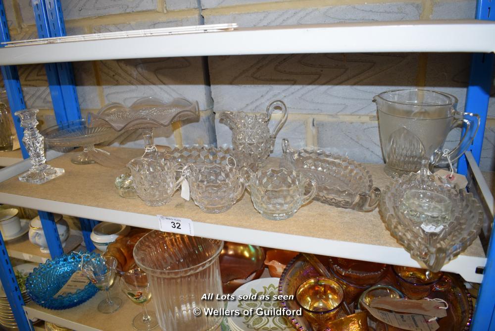 Lot 32 - *SHELF OF GLASSWARE