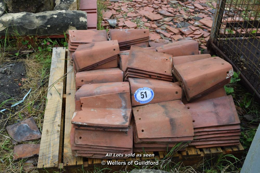 Lot 51 - SMALL PALLET CONTAINING RED HIP TILES