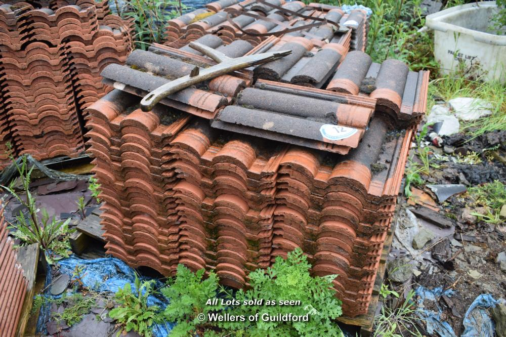 Lot 12 - PALLET CONTAINING A LARGE QUANTITY OF DOUBLE PAN ROOF TILES